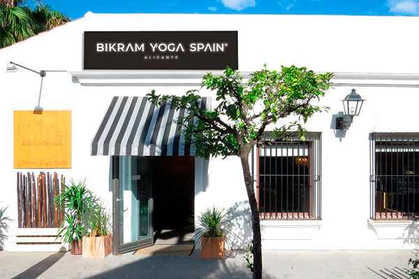 Bikram Yoga Alicante, entrance to the center