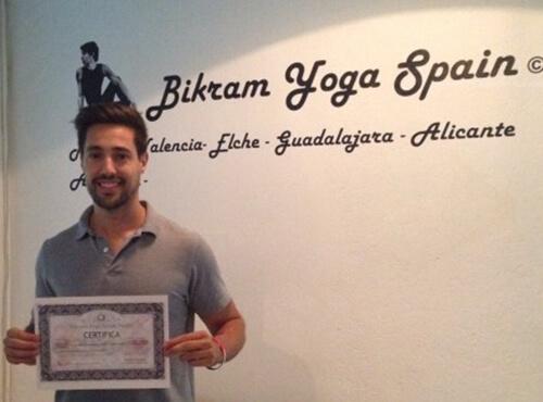 Profesor Bikram Yoga, Alberto de Oro