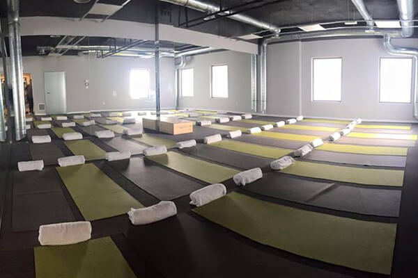 Facilities Bikram Yoga Alicante, class, mats and towels