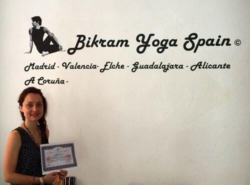 Profesor Bikram Yoga, Sandra