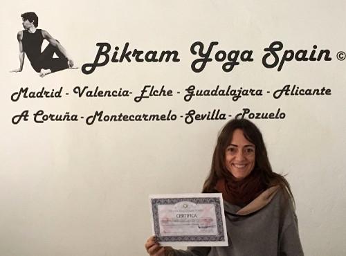 Profesor Bikram Yoga, Ana Carolina