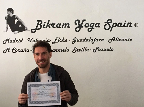 Profesor Bikram Yoga, Juan Manuel