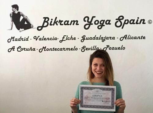 Profesor Bikram Yoga, Kelly