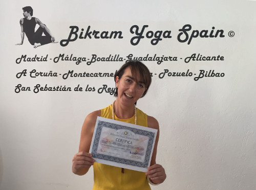 Profesor Bikram Yoga, Amaia
