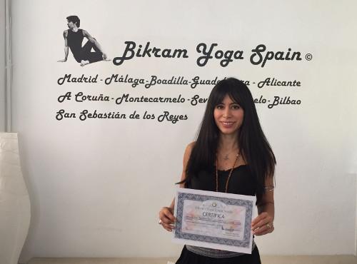 Profesor Bikram Yoga, Dayana