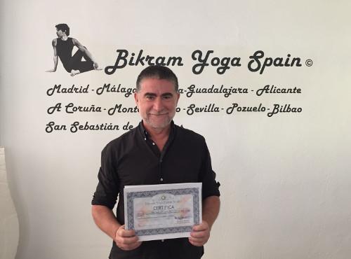 Profesor Bikram Yoga, Guillermo