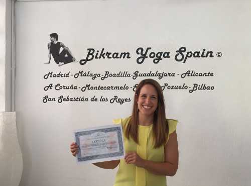 Profesor Bikram Yoga, Isabel