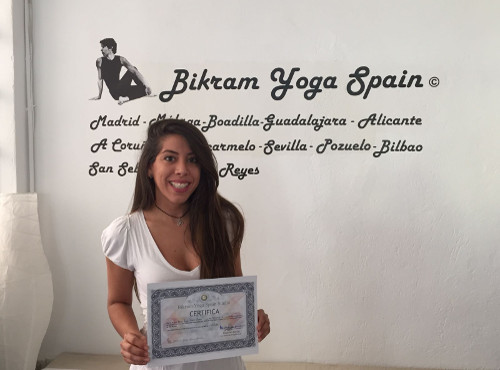 Profesor Bikram Yoga, Mariam