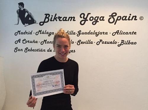 Profesor Bikram Yoga, Catharina Schoel