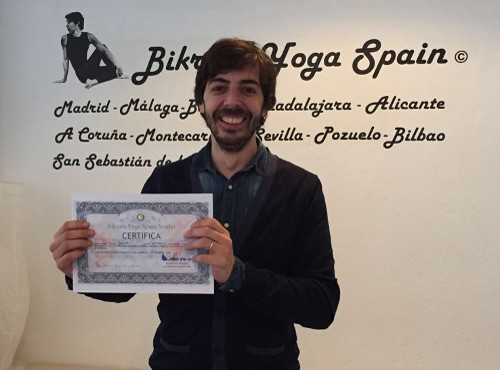 Profesor Bikram Yoga, Joaquin Tuñas