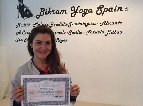 Profesor Bikram Yoga, Keila