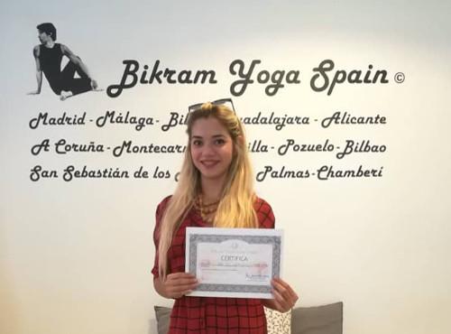 angy-profesora-bikram-yoga