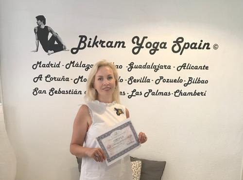 Profesor Bikram Yoga, Katia