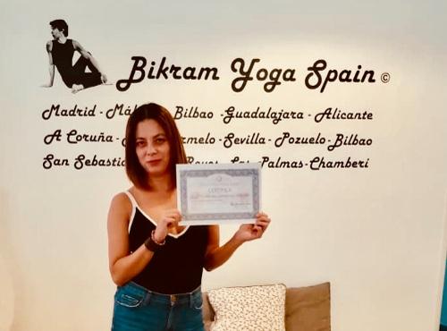 Profesor Bikram Yoga, Olivia
