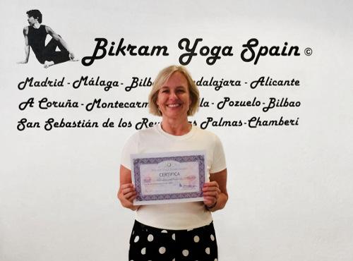 Profesor Bikram Yoga, Unni