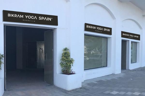 Entrada centro Bikram Yoga Marbella - Málaga
