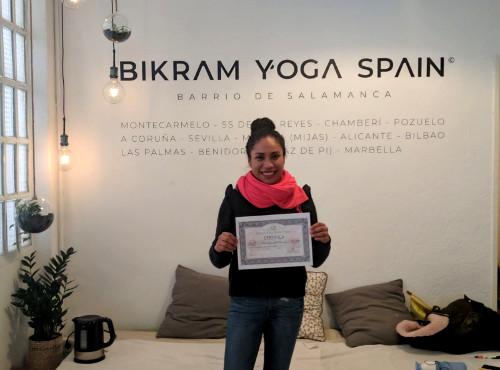 Profesor Bikram Yoga, Carla