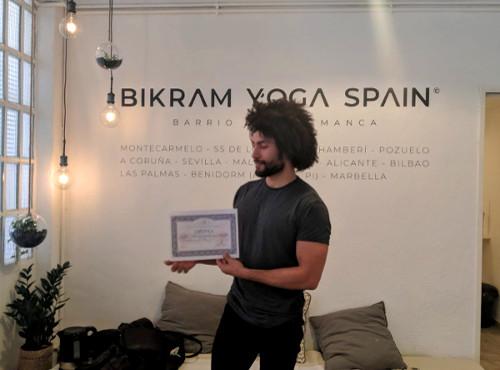 hamington-profesor-bikram-yoga