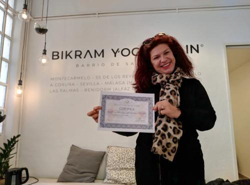 Profesor Bikram Yoga, Luisa