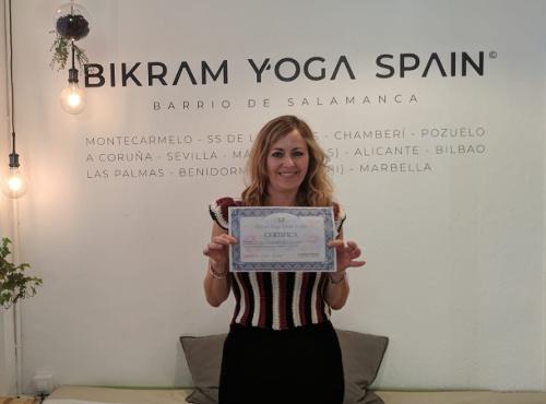 Profesor Bikram Yoga, Laura Molina