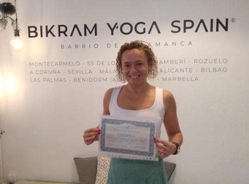 Profesor Bikram Yoga, Natividad