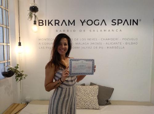 Profesor Bikram Yoga, Romina