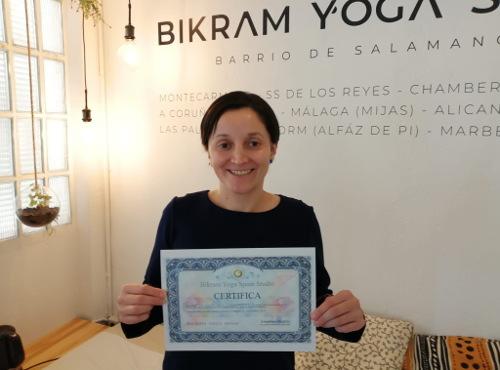 Profesor Bikram Yoga, Gina Espinoza