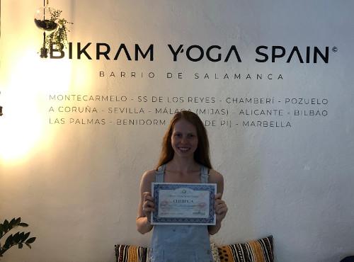 Profesor Bikram Yoga, Samantha